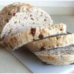 Pan con pasas, nueces y pipas