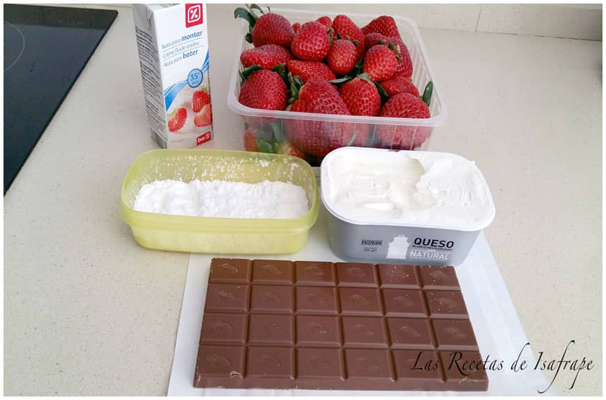 POSTRE DE FRESAS CON CREMA Y CHOCOLATE INGREDIENTES 860 X 573