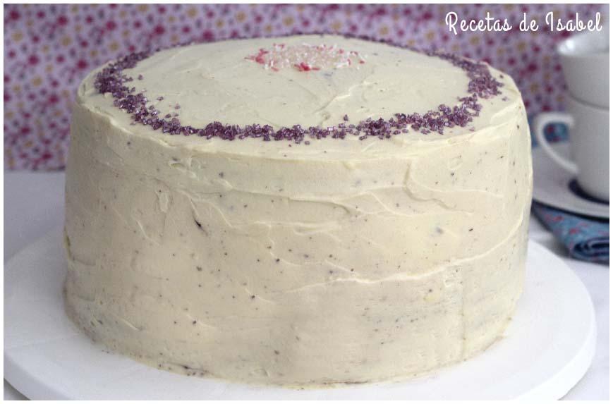 Tarta de cumpleaños con cuatro cremas