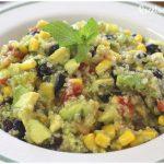 Ensalada de quinoa vegana con mucho sabor