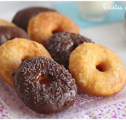 Donuts caseros con chocolate y blancos