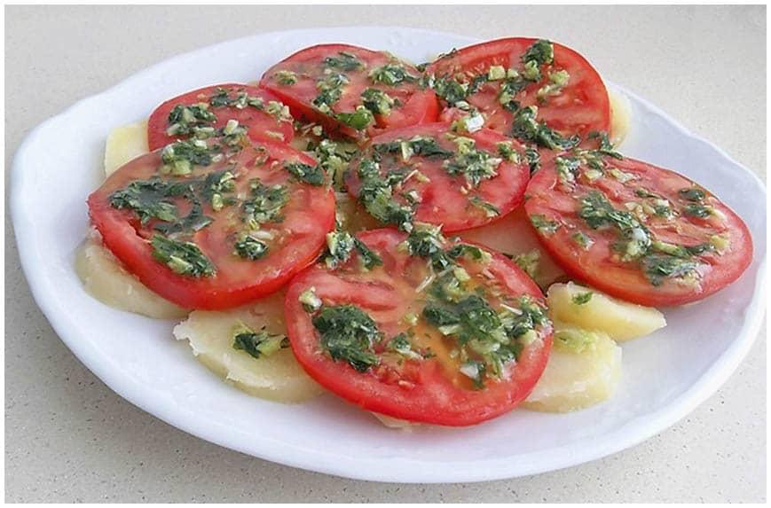 Ensalada de patatas y tomate