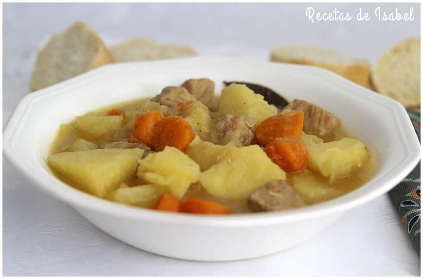 Patatas guisadas con carne o papas con carne