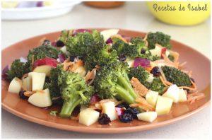Ensalada de brócoli y manzana con vinagreta