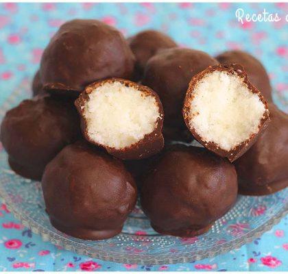 Bolitas de coco y chocolate para Navidad