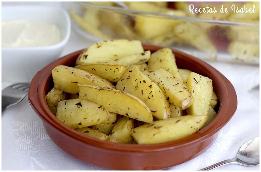 Patatas gajo al horno con especias para guarnición