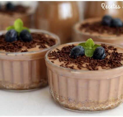 Cheesecake en vasitos con sabor a chocolate