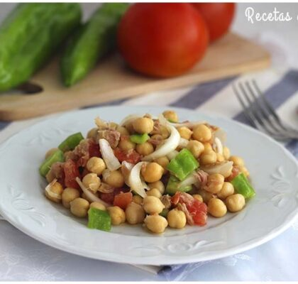 Ensalada de garbanzos muy sencilla, rápida y económica