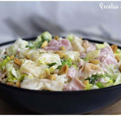 Receta de ensalada de pasta y lechuga con salsa de yogur