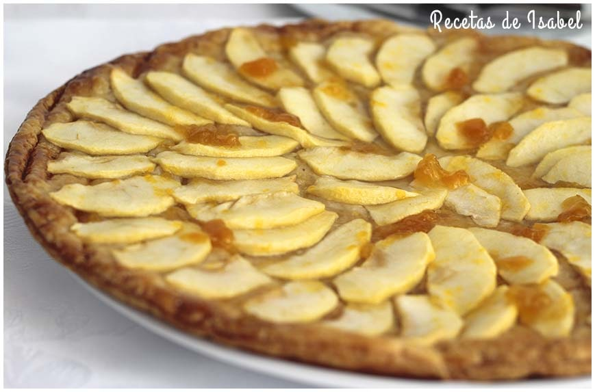 Tarta de manzana con hojaldre y mermelada de melocotón